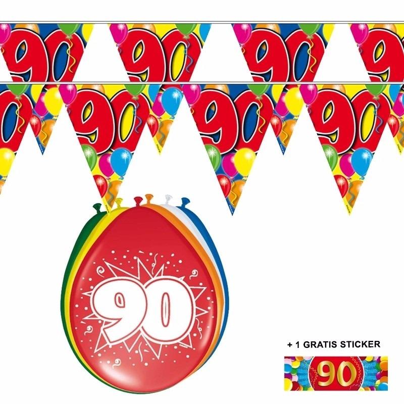 2x 90 jaar vlaggenlijn + ballonnen