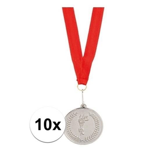 10x Zilveren medailles tweede prijs aan rood lint