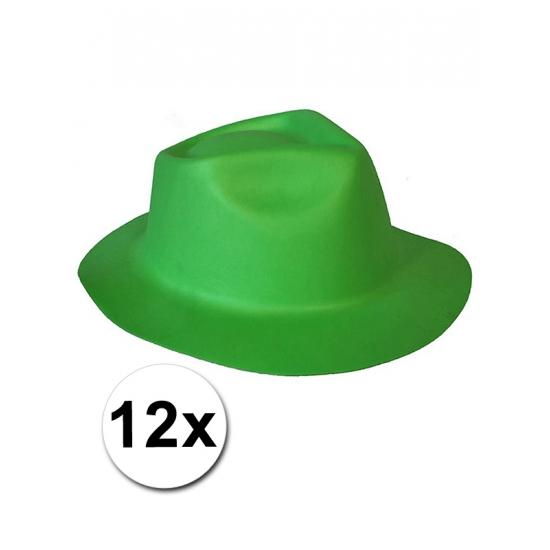 12 groene hoedjes van foam