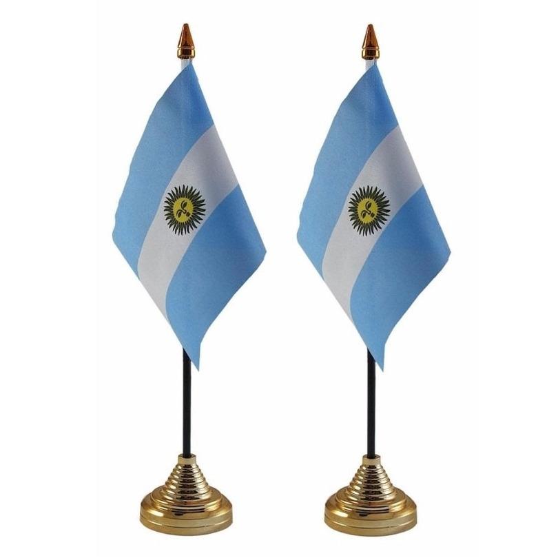 2x stuks Argentinie tafelvlaggetjes 10 x 15 cm met standaard