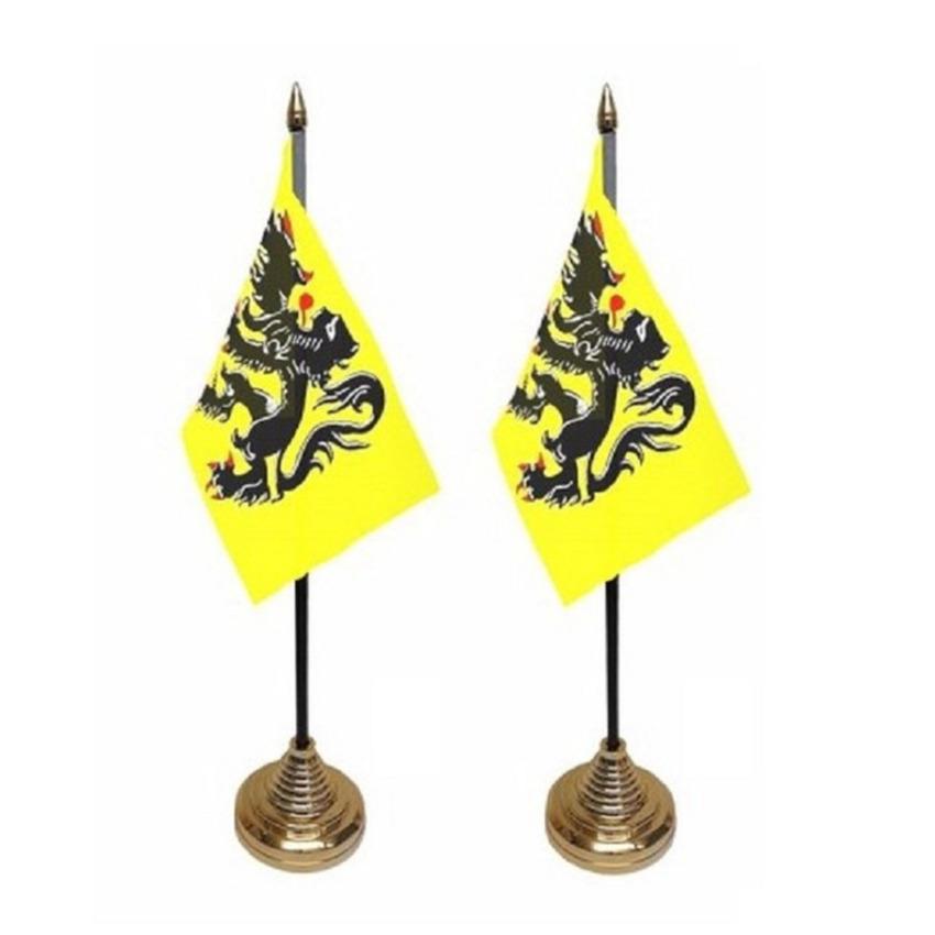 2x stuks vlaanderen tafelvlaggetje 10 x 15 cm met standaard
