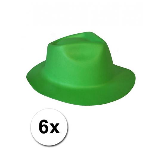 6 groene hoedjes van foam