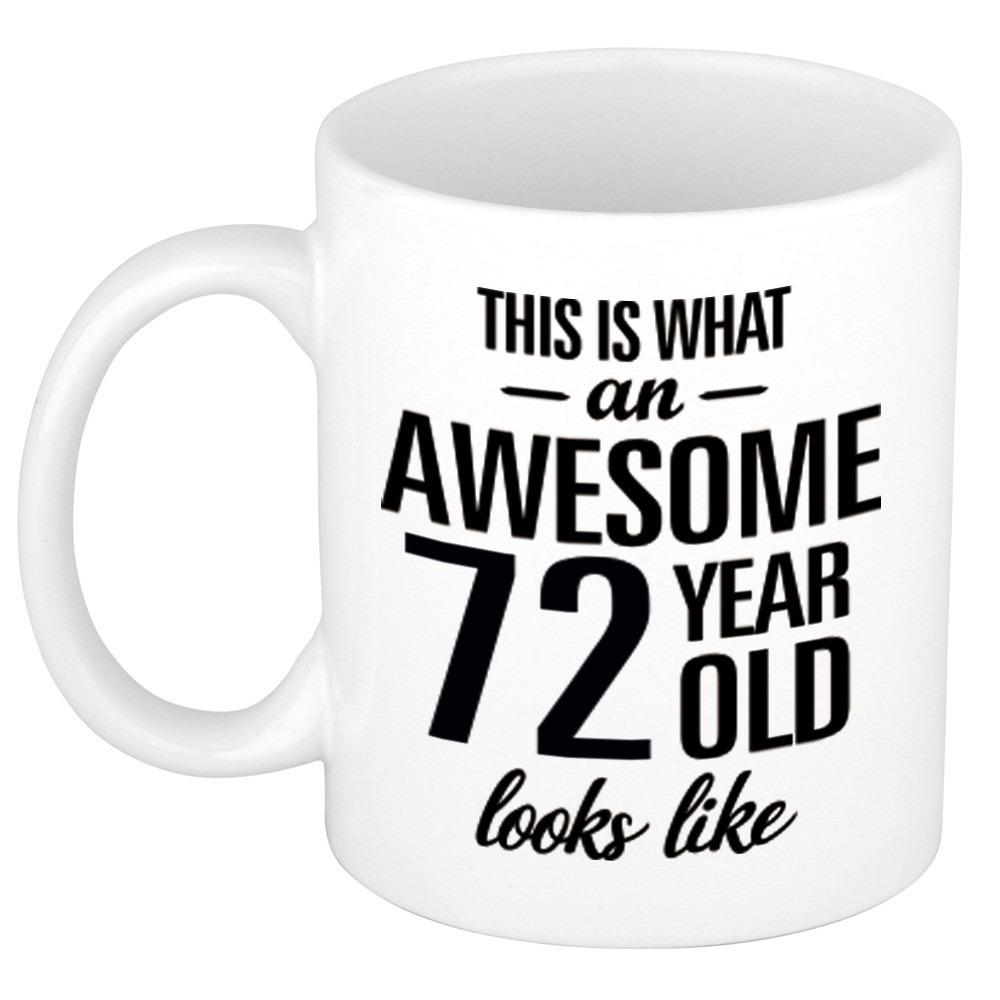 Awesome 72 year cadeau mok - beker 300 ml