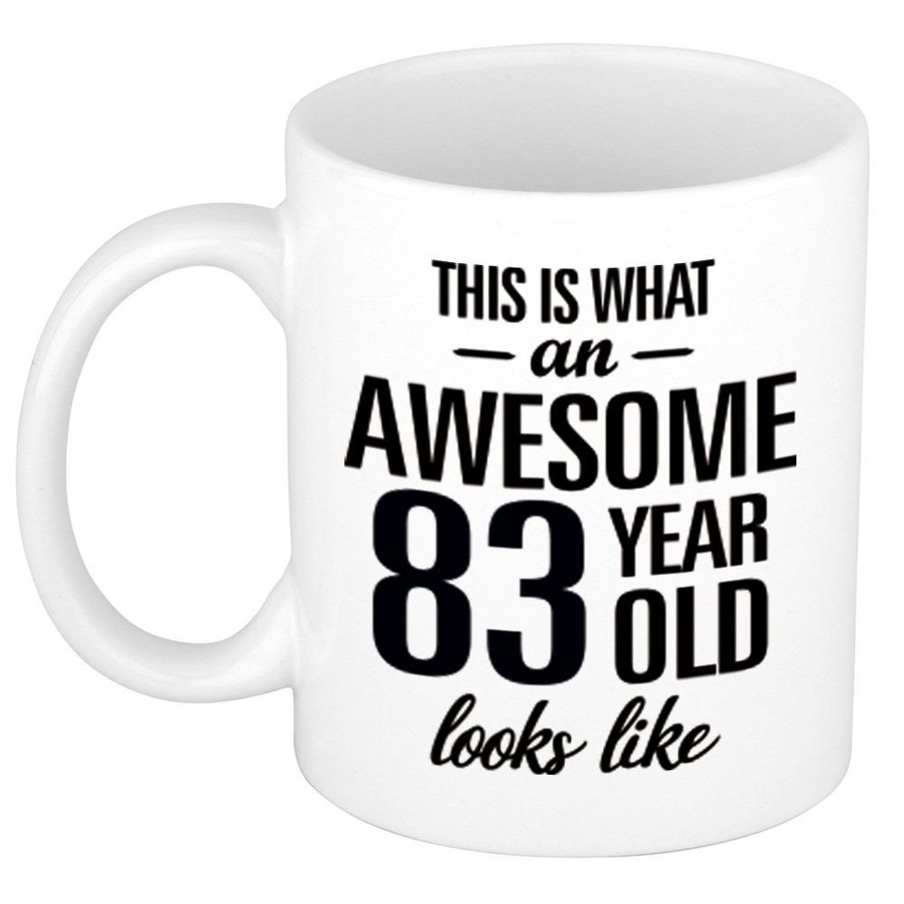 Awesome 83 year cadeau mok - beker 300 ml