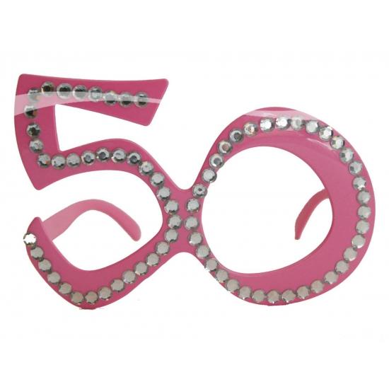 5801d304e082a2 50 jarige feest bril. in de kleur roze met diamanten erop.