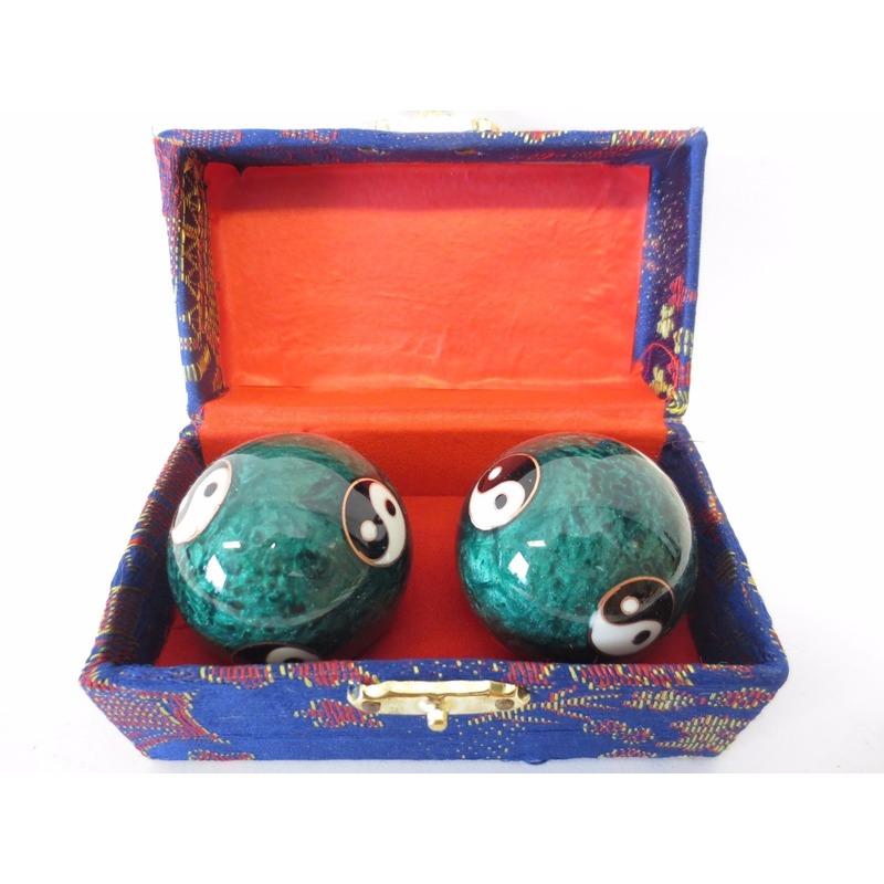 Groene Chinese Meridiaankogels Yin Yang in blauw kistje
