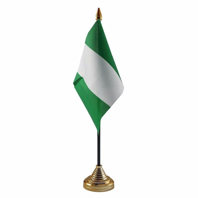Nigeria tafelvlaggetje 10 x 15 cm met standaard