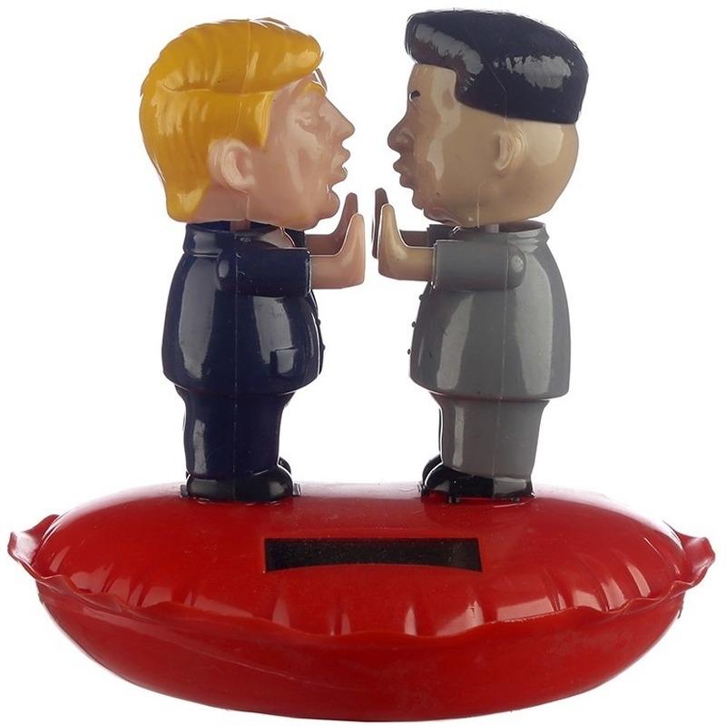 Solar figuur/beeldje Donald Trump en Kim Jong-un 11 cm