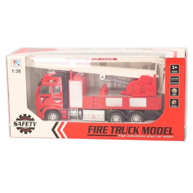 Speelgoed auto brandweerwagen met hijskraan 18 cm